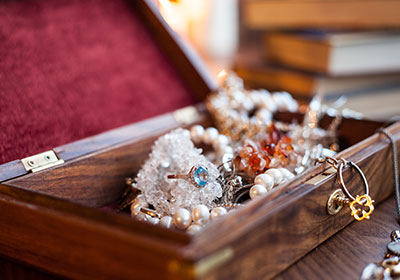 Complete Guide on How to Safely Packing Antiques and Collectibles